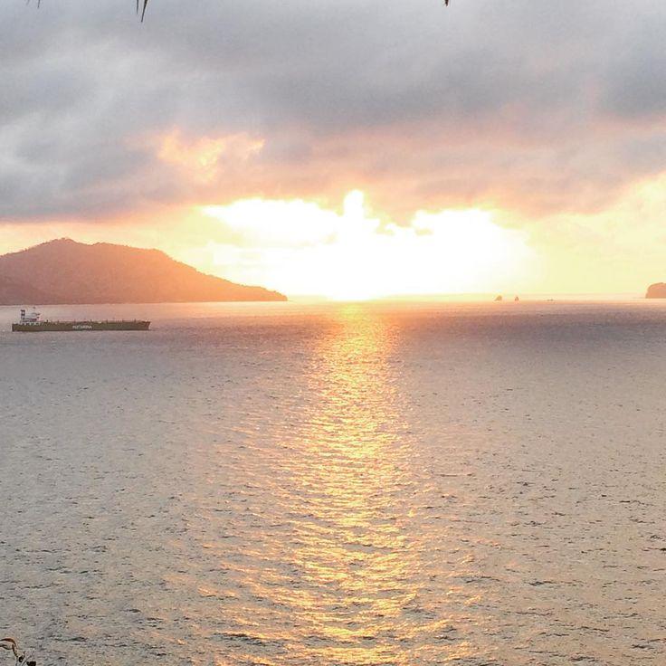 Selemat pagi from Padang Bai. #sunrise #besttimeoftheday #padangbai #bali #balifix