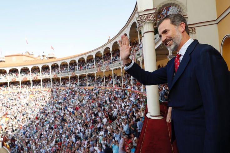 Foro Hispanico de Opiniones sobre la Realeza: El Rey Felipe preside la Corrida de Beneficencia