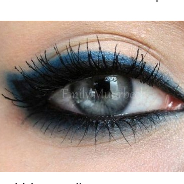 Cat Eye, Eye Shadows, Cobalt Blue, Blue Eye Makeup, Eyemakeup, Eyeshadows, Smokey Eye, Eye Liner, Blue Eyeliner