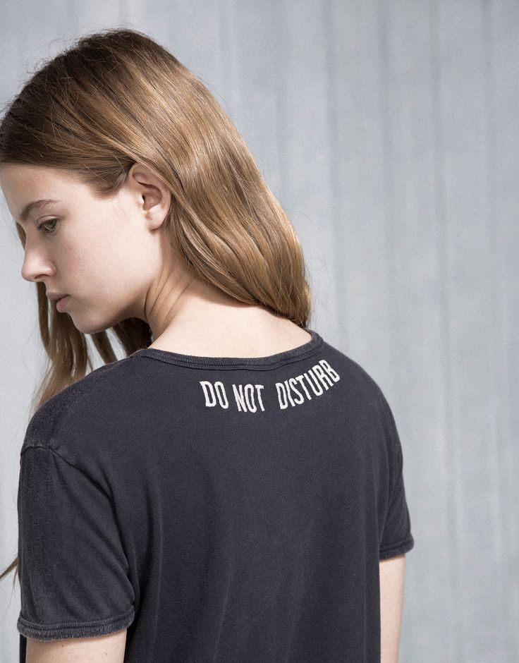 T-SHIRT WITH EMBROIDERED BACK - T-SHIRTS & TOPS - WOMAN - PULL&BEAR Albania