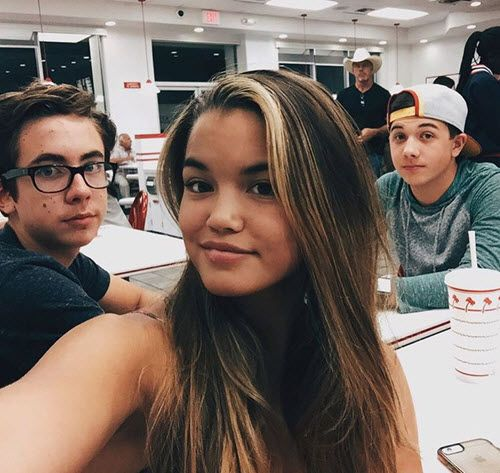 "Photo: Paris Berelc With Her ""Mighty Med"" Co-Stars On National Cheeseburger Day September 18, 2015 - Dis411"