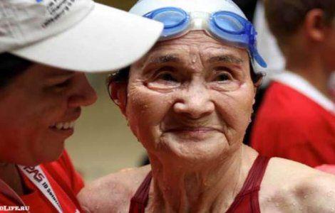 100-летняя японка установила рекорд по плаванью