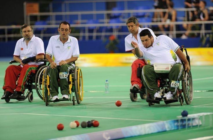 Considerado um jogo de estratégia, a bocha estreou nos Jogos Paralímpicos Nova York/Stoke Mandeville 1984. É um dos esportes em que homens e mulheres competem juntos. No Rio 2016, são sete provas, …https://psicologiaacessivel.net/2016/09/02/jogos-paralimpicos-esgrima-em-cadeira-de-rodas/#respond