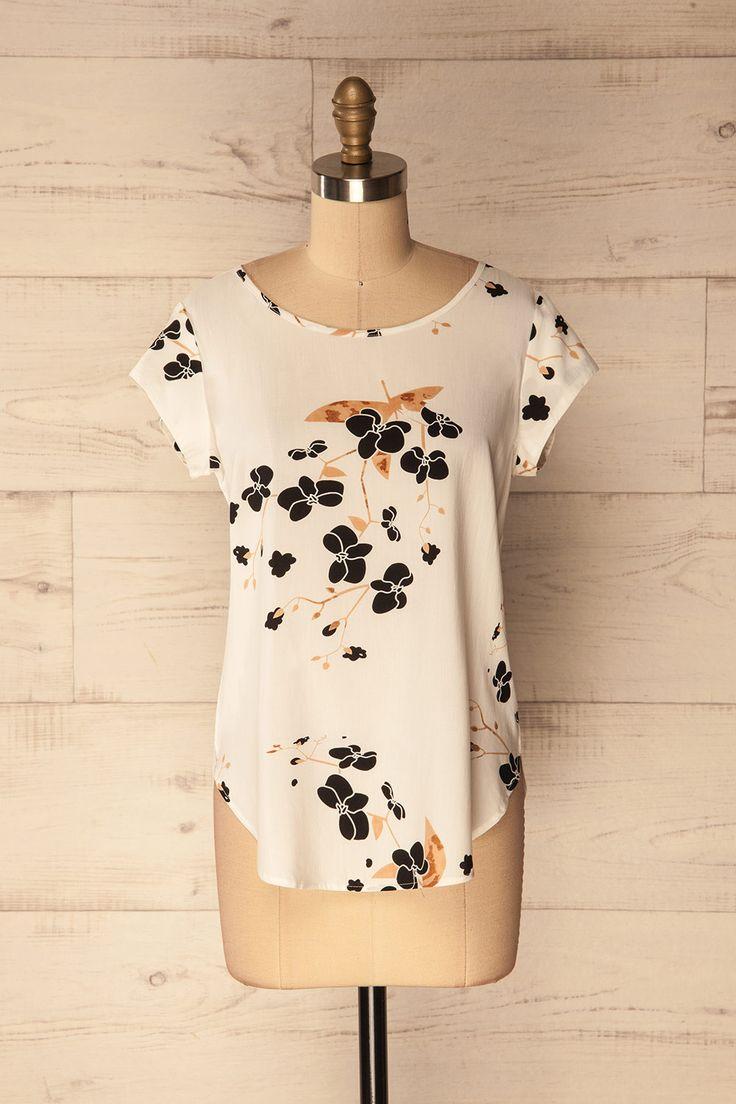 Kattavia #Boutique1861 / A floral top for those warm days to come! #floral #springbreak