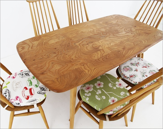 Look at that lovely wild grain on the Ercol Plank Table, must be from circa 1960.