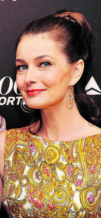 Former supermodel, Paulina Porizkova, is pushing 50 and pushing the envelope on aging gracefully.