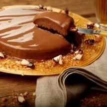 Gelado de <span>chocolate</span> com crocante de castanha