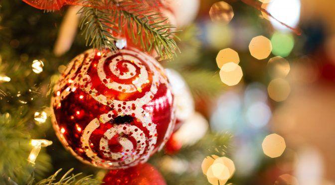 Mañana se hará duro regresar al trabajo después de el puente, pero piensa que cada vez queda menos para la #Navidad. 🎉 En nuestro #blog encontrarás los mejores trucos para #decorar tu #árbol y llenar tu #hogar del espíritu de estas fiestas. 🎄 #DIY #tanfácilquenotelocrees