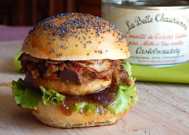 La soupe à la citrouille: Burger à l'Emietté de canard, pomme rôtie et chutn...