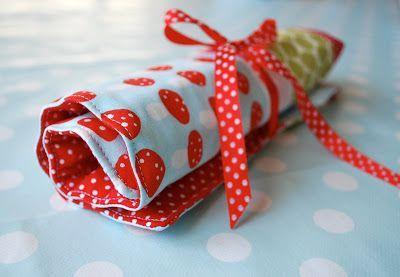 """Bald feiert ein """"Kindsgigspänli"""" (Kindergartenkollegin) von Niklas Geburtstag. Weil die Kleine gerne malt bekommt sie ein Rollmäppchen ..."""
