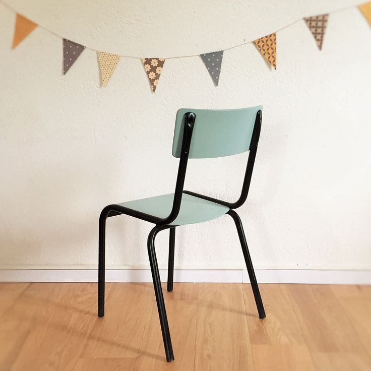 Les 25 meilleures id es de la cat gorie chaise ecolier sur for Chaise ecolier vintage