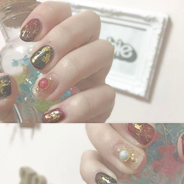 . . kojima's nail ⭐️ ついに成人式〜〜〜〜〜〜 バカみたいに写メ撮ろうねみんな! . #セルフネイル#selfnail #成人式ネイル#ホイルネイル#赤#黒#金 #red#black#gold#nail##