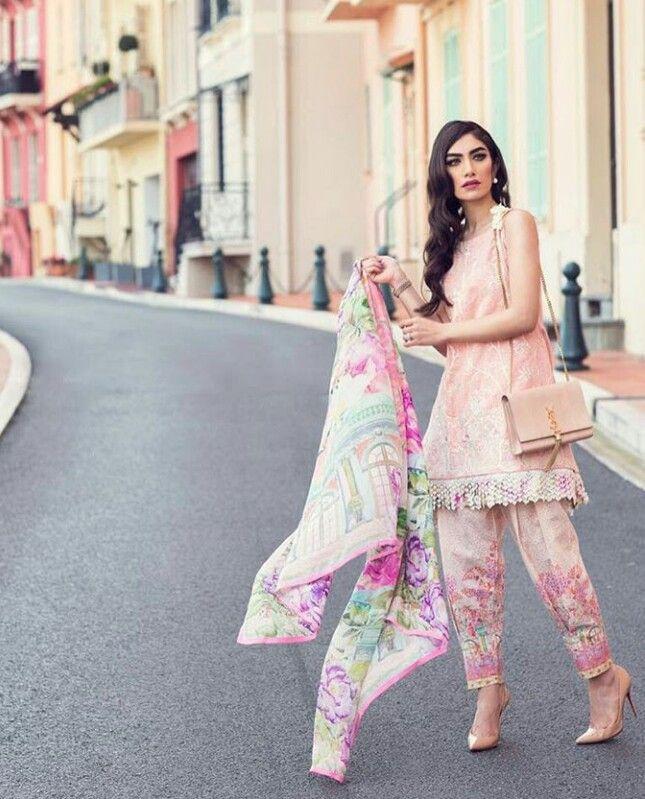 Pakistani lawn shalwar kameez by Farah Talib Aziz. Model: Imaan Madani.