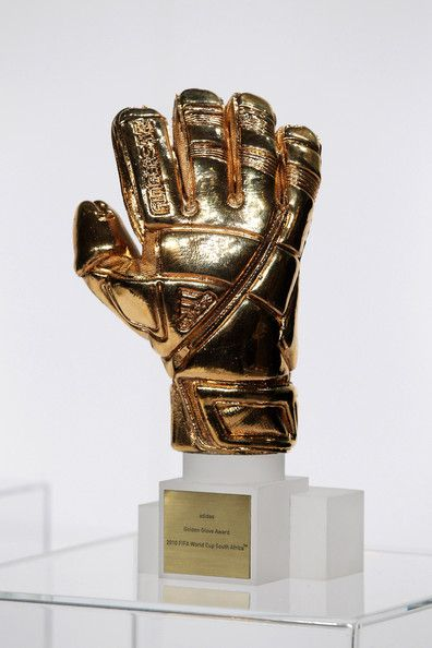 The Fifa Golden Glove Trophy Get your FREE DOWNLOAD of the SportsQuest app at www.sportsquestapp.com @SportsQuestApp