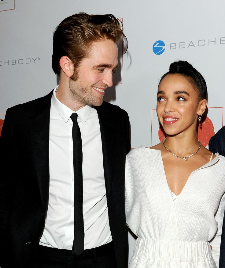 Who is robert pattinson dating december 2012