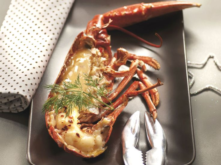 Homard breton rôti au four, au beurre salé des frères Jaguin