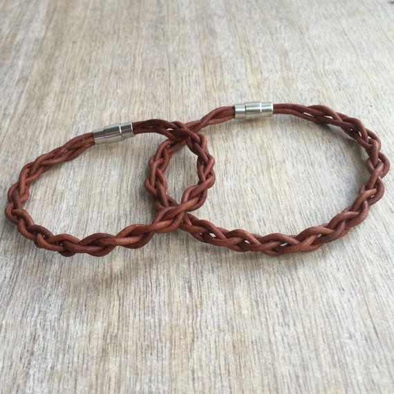 Brown Braided Leather Matching Bracelets These lovely bracelets are made with genuine leather cord. Designed for couples Choose the desired length for each bracelet Includes: Gift Box + 2 Bracelets Please feel free to contact me if you have any questions These bracelet will be shipped by USPS First Class Check all Fanfarrias products: https://www.etsy.com/shop/fanfarria?section_id=16963242&ref=shopsection_leftnav_3 Want a custom order? Dont see your country listed for shipping? Have an...