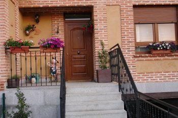 Fachadas de ladrillos y cotegran decorar tu casa es for Casas de ladrillo rustico