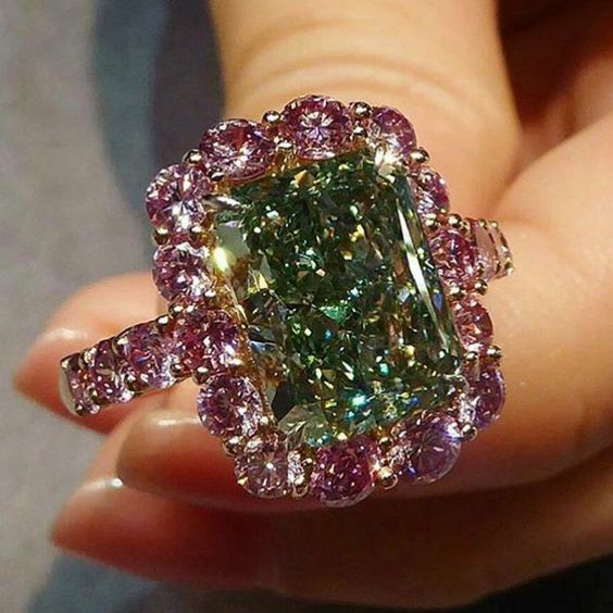 Christies. Ring set with natural fancy vivid green diamond of 5.03 carats, VS2, within a circular-cut pink diamond surround.