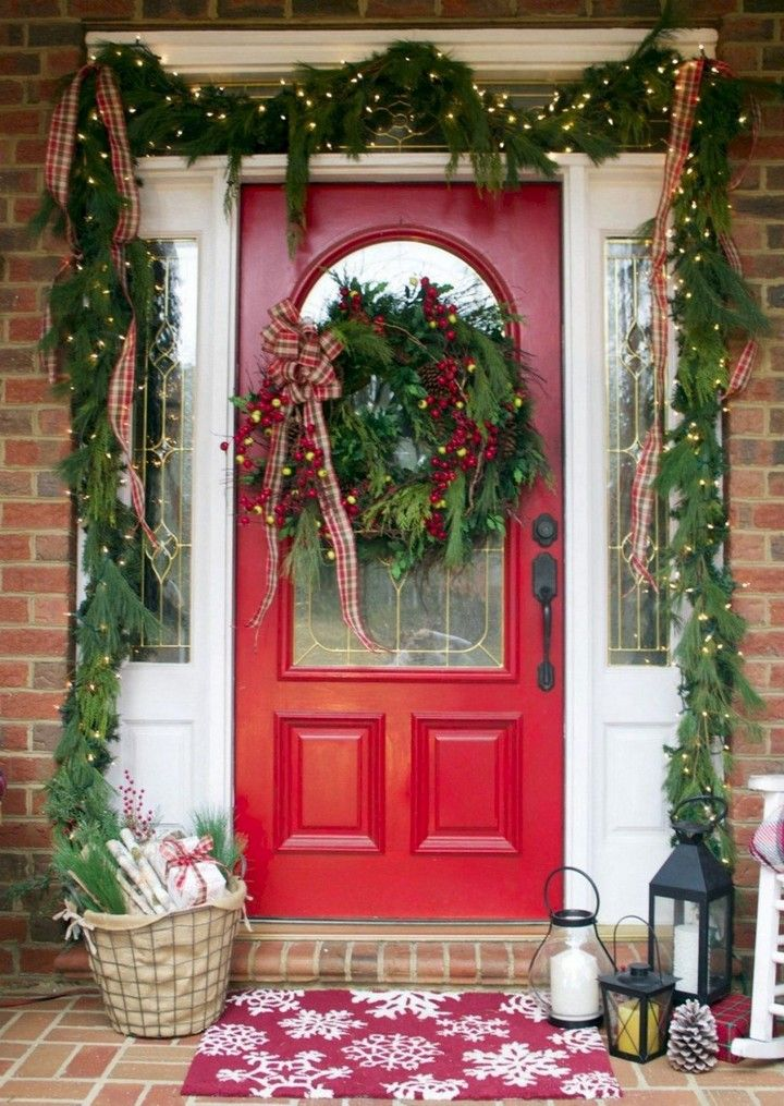 26 Mesmerizing And Welcoming Small Front Porch Design Ideas Christmas Porch Decor Front Porch Christmas Decor Front Porch Decorating