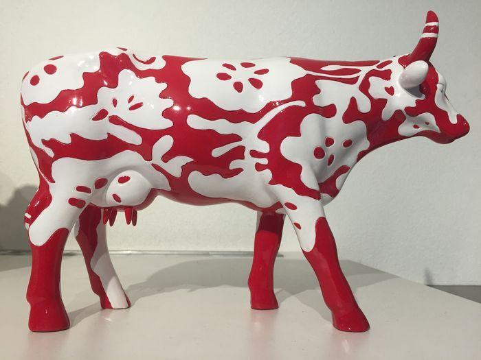 """Cow Parade - Bertuno - Large  Deze kunstkoe uit de collectie van de """"Cow Parade"""" is prachtig rood met wit en heeft een print van tropische bloemen. Een prachtig kunst & design object bij u thuis in de keuken of op kantoor!Conditie: De koe is puntgaaf en heeft een mooie glans.Kunstenaar: Marcel WandersCowParade Milan 2007Ca. 20cm hoog 30cm lang (Large edition)De koe wordt goed verpakt en aangetekend/verzekerd verzonden.  EUR 36.00  Meer informatie"""