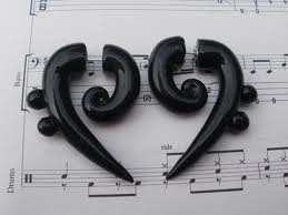 oh. my. goodness. why have I never seen these bass clef plugs?! and why are they fake ones instead of real ones?! they'd be so amazing