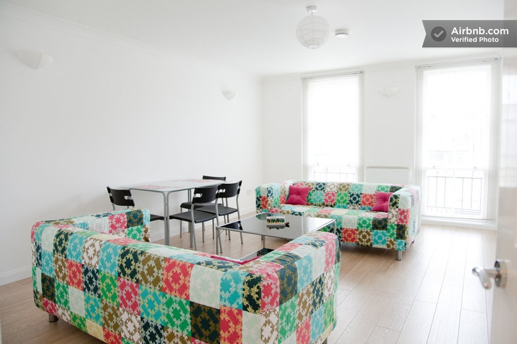 Bright Two Bed Flat Central London  in London - I want to stay here just for the couches!