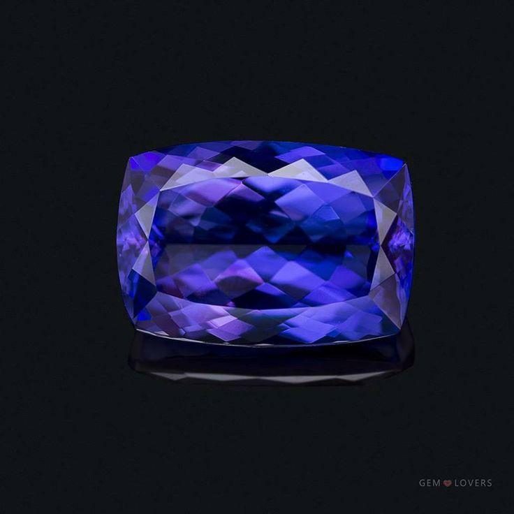 Если вы находитесь в поисках танзанита для кольца, то вам обязательно стоит уделить внимание этому камню. Представляем натуральный ограненный танзанит массой 8,31 карат. Этот камень – из единственного в мире месторождения ювелирного танзанита, расположенного в Танзании. Многогранный густой синий цвет с фиолетовым оттенком характерен для лучших представителей этого ювелирного камня. Масса: 8,31 карата Цена: 249 300 Р / 4 155 $