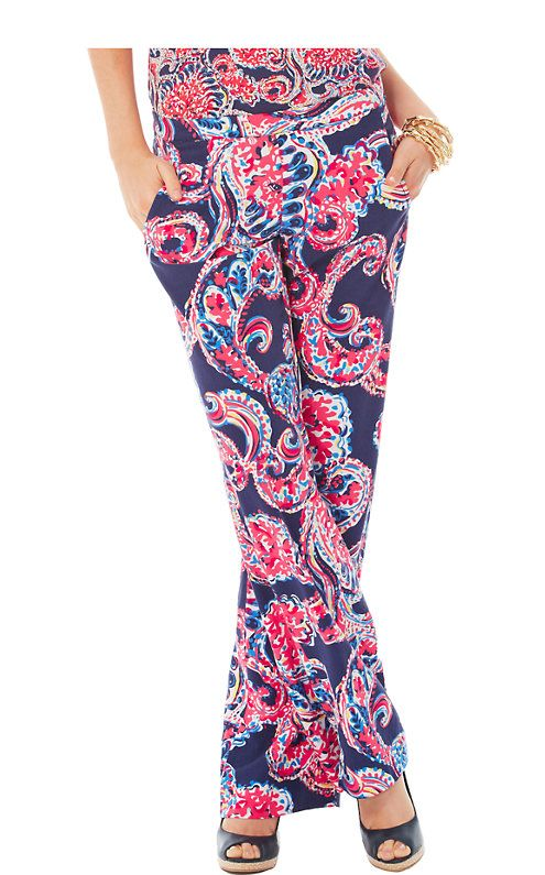 The Cambridge printed wide leg palazzo pants are a great addition for the season.  A palazzo pant outfit is great for dinner out on vacation. It's especially chic with a  tank and heels.