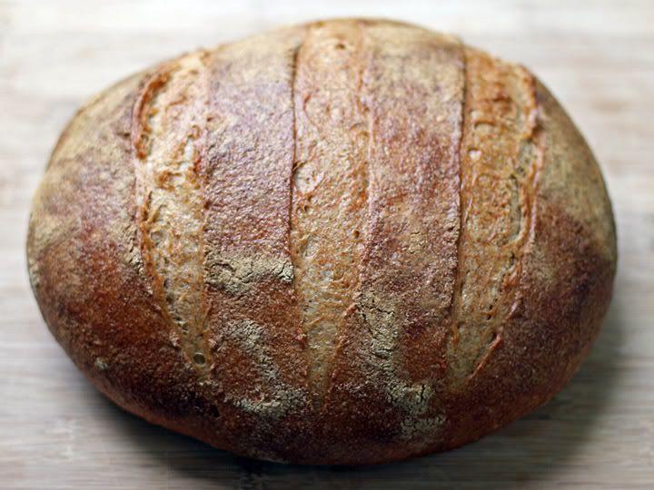 Если силезский светлый ржаной хлеб отчетливо похож на сорта ржаного хлеба распространенные в Америке, то силезский темный ржаной хлеб, без сомнения, признали бы…