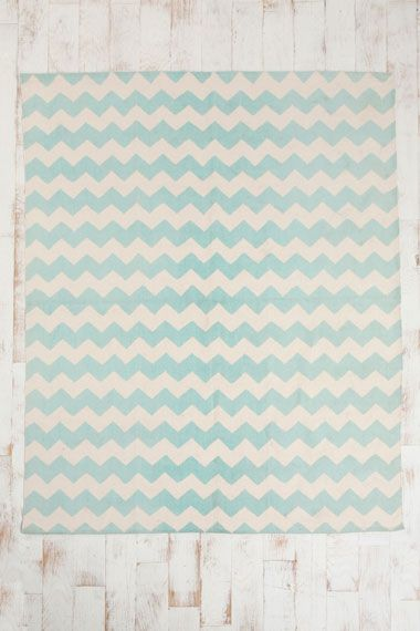 Zig-Zag 5x7 Rug in Mint chez Urban Outfitters