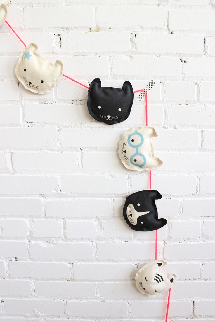 Makes such a cute gift! DIY cat garland, Baba Souk