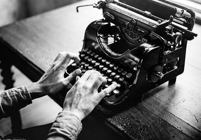 Marcin Łupkowski - autor: Pisarz posługuje się swoim życiem jako surowcem li...