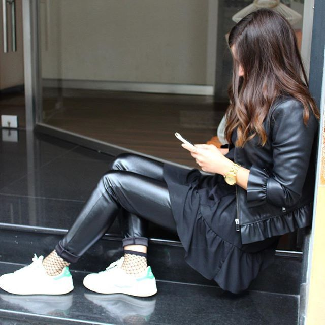 💋 . . . . . . #streetstyle #outfit #summeroutfit #outfitinspiration #outfitinspo #ootd #fashion #style #fashiongram #fashionaddict #liketkit #instafashion #instastyle #fashionblogger #blogger #outfitoftheday #clothes #shoes #handbag #fashionbloggers #instablogger #leather #leatherpants #leatheroutfit #adidas #stansmith #calin_instastyle