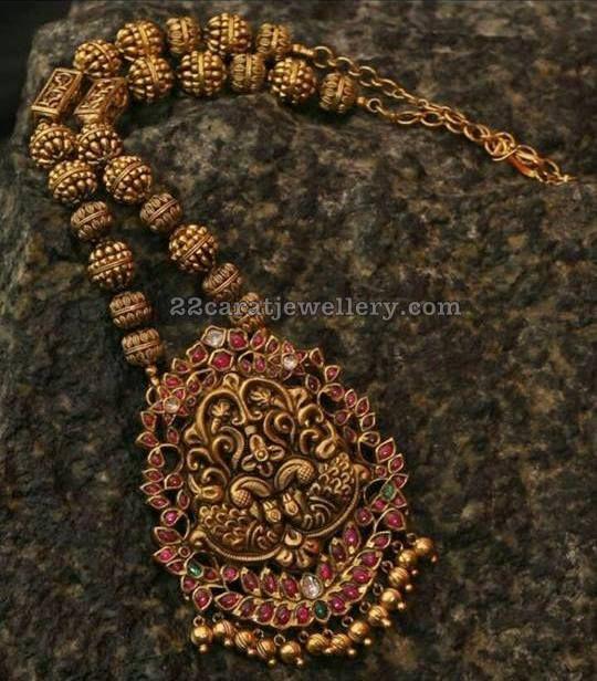 Nakshi Balls Set with Kundan Pendant