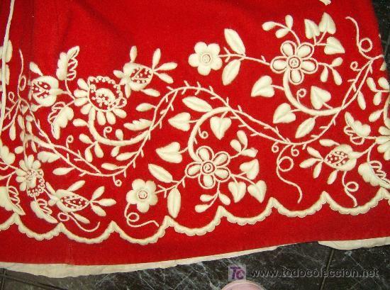 tejido en telar y bordado a mano con lana bien