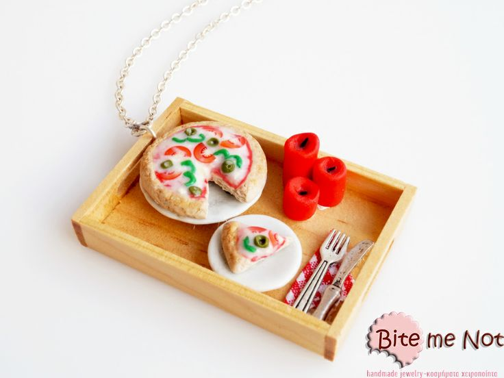 Romantic pizza dinner -Silver plated long chain necklace!  -Wooden tray with romantic italian dinner with delicious pizza and red candles! The dinner is served, so take your love and enjoy!