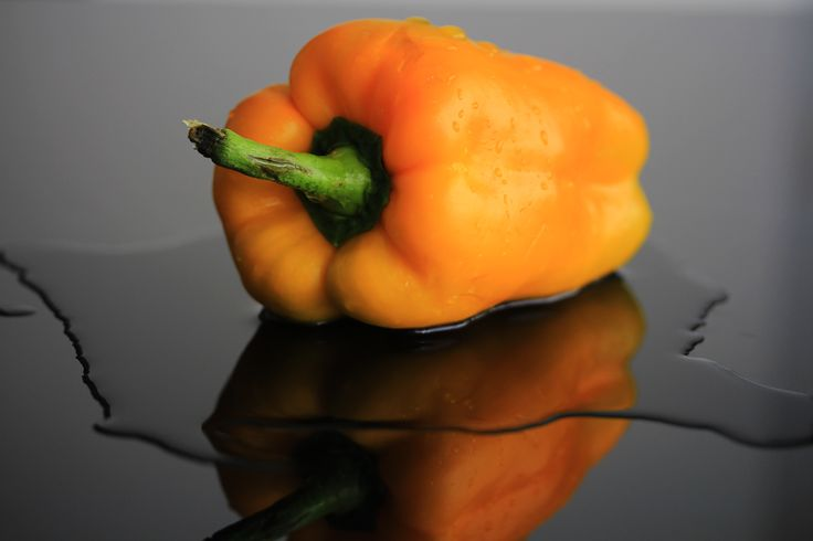 a simple and yellow capsicum