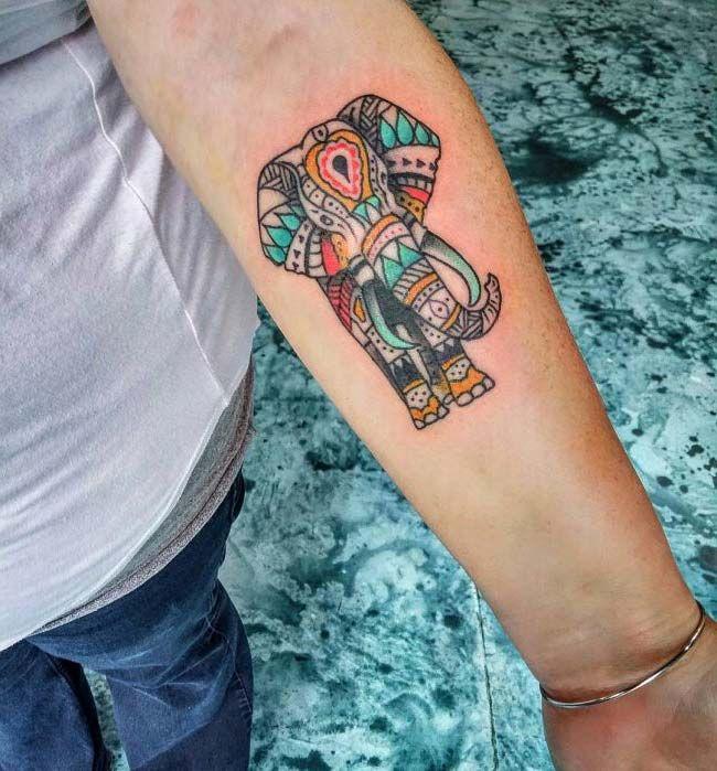 renkli mandala fil dövmesi