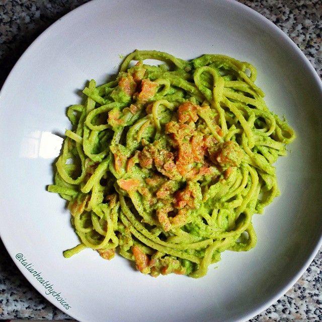 Whole wheat pasta with broccoli pesto (broccoli, ricotta cheese, basil leaves and some pine nuts) and smoked salmon! //  Pasta integrale in pesto di broccoli (broccoli, ricotta, pinoli e qualche foglia di basilico) con salmone affumicato!