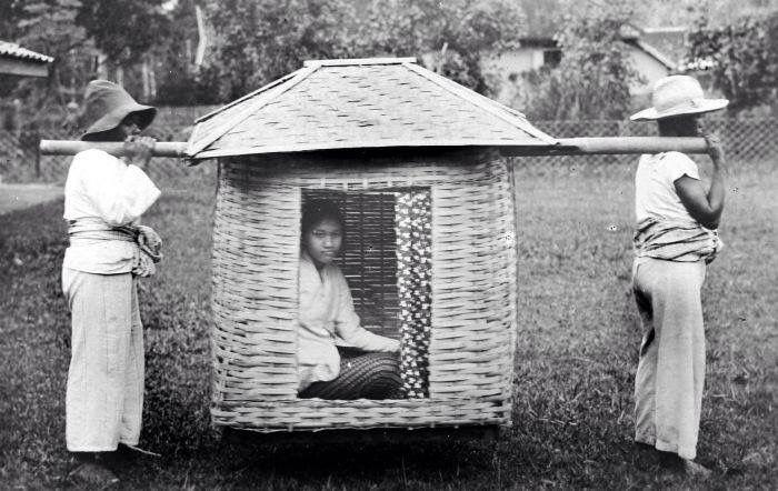 Tandu dari Cianjur, Priangan.  (Draagstoel, Tjandjoer, Preanger, Tandoe 1900-1940)