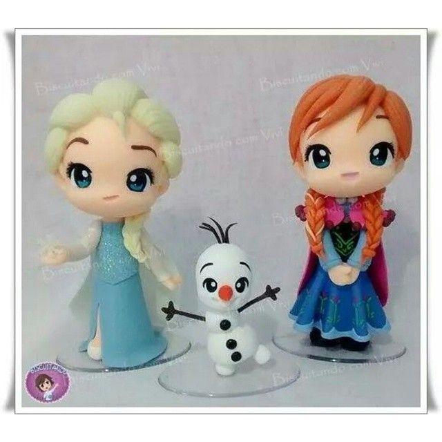 「 Anna chibi, Elsa chibi e... Olaf chibi <3 <3 <3  Bora fofolizar! *-* Tamanho princesas: 13,5 cm de altura Olaf: 9 cm de altura Modelagem: Chibi… 」