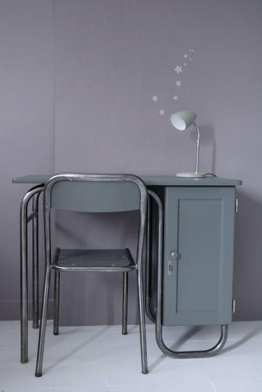 Bureau maître d' école et sa chaise peints en gris ardoise, parties métalliques cirées