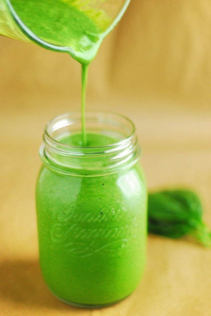 Recept Groene Smoothie Piña Colada   Een heerlijke 18+ smoothie.  Met verse ananas, kokosmelk, spinazie en rum! Super lekker