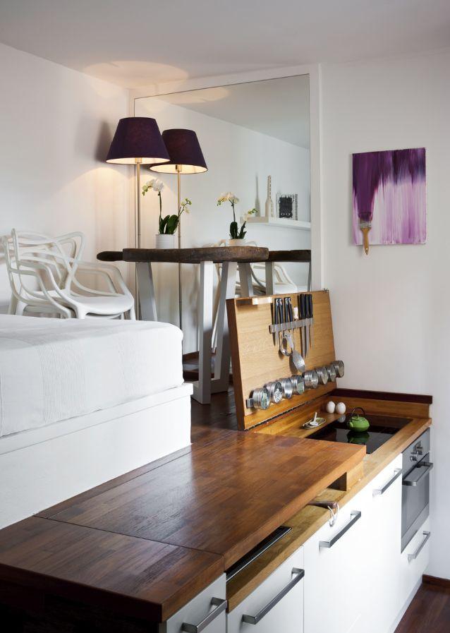 Uno dei più piccoli monolocali che abbia mai visto: una piccolissima stanza di appena 15 metri quadrati, attrezzata co...