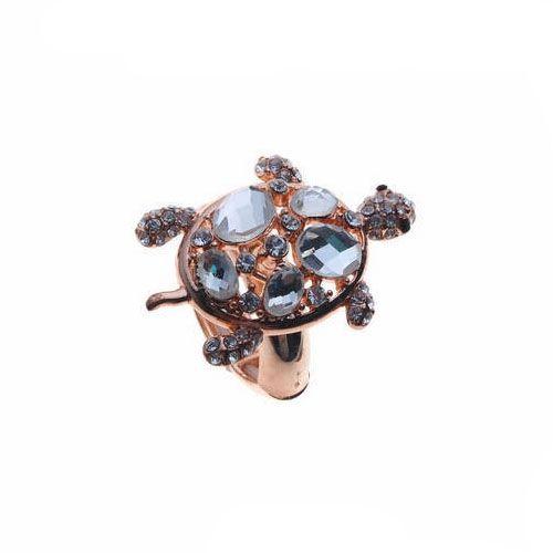 Trendy ring met schildpad.Roos goudkleurig met witte steentjes.Statement Ring.Doorsnede schildpad: 3,3cm op 2,3cm.1 maat, rekbaar.Vanaf maat 53 (diameter 13) tot maat 57 (diameter 17)
