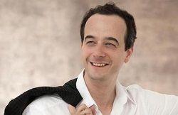 Венская Государственная опера вручила почётное звание «Каммерзэнгер» австрийскому баритону Адриану Эрёду (Adrian Eröd), любимцу венской публики, уже много лет тесно связанному с оперным театром в австрийской столице. В 2001 году Эрёд дебютировал в Венской опере и с т�