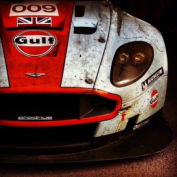 Un bonito Aston Martin...