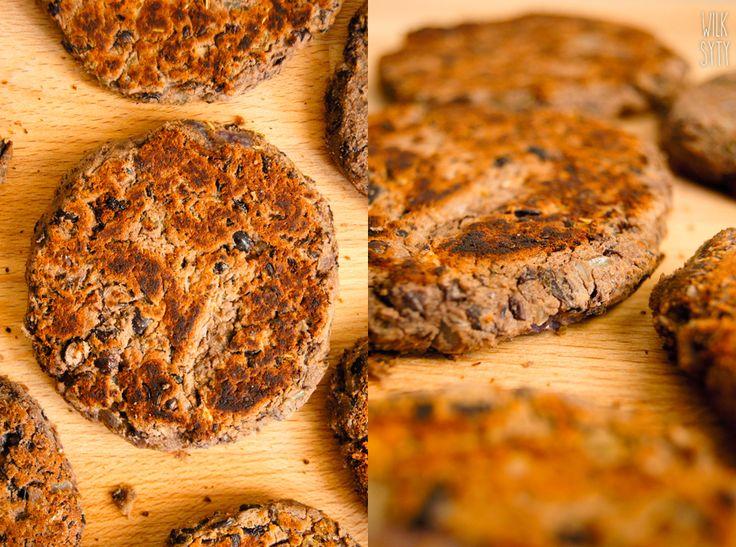 Nieziemskie burgery z czarnej fasoli (3 składniki) - WilkSyty.pl - przepisy z 7 składników
