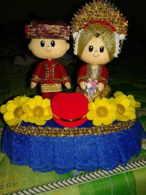 Indonesia Bride and Groom felt doll in Traditional Costume